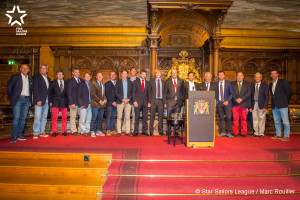 The best sailors of the SSL Ranking present in Hamburg pose in the Hamburg City Hall.